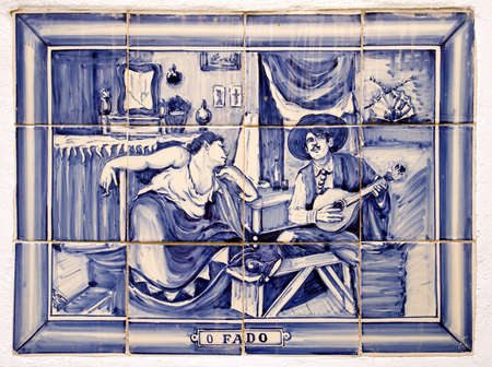 Azulejos portugueses decorativa de la pizca tradicional tema musical Fado Editorial