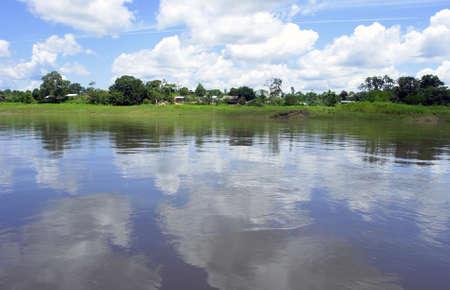 レティシア コロンビア ・ ブラジル-ペルー国境の三角地帯の近くのアマゾン川の風景