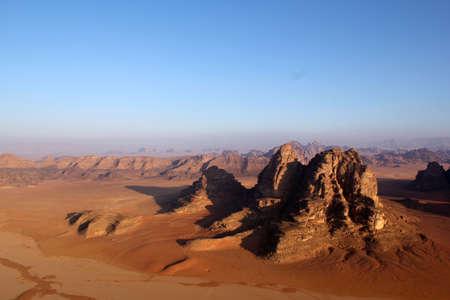 Wadi Rum Desert paisaje hermoso de arriba Jordan Foto de archivo