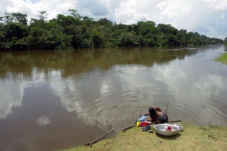 アマゾン riverbanck ネイティブ ライフ スタイル、水の使用 写真素材