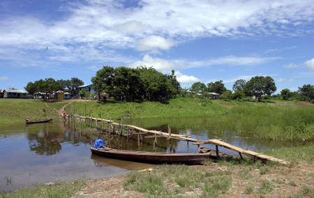 Amazon river margin native community scenary Foto de archivo