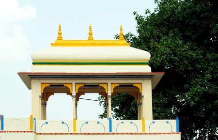 sarnath: Sarnath buddhist temple, Varanasi, India