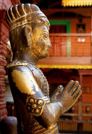 Durbar Square estatua - templos hind�es en la ciudad antigua, el valle de Katmand�. Nepal