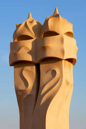 Famosas chimeneas de la Casa Mila (tambi�n llamado La Pedrera) de Antoni Gaud� - roof top - Barcelona Foto de archivo