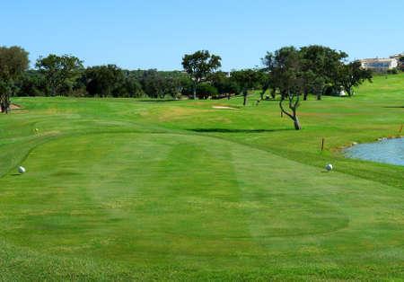 paisaje mediterraneo: Golf tee curso en el Algarve (Portugal) Foto de archivo