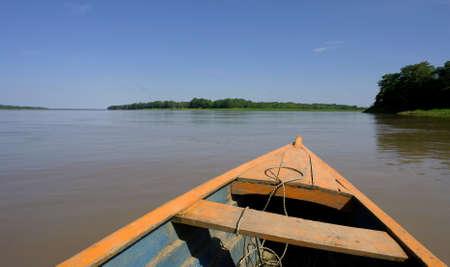 レティシア (コロンビア ブラジル ペルーの国境の三角地帯) の近くのアマゾン河の風景
