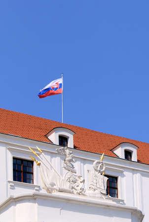 Castillo de Bratislava Situado en una meseta 85 pies 279 metros por encima de la piedra Danubio Primera setlled en el siglo 10 Eslovaquia Editorial