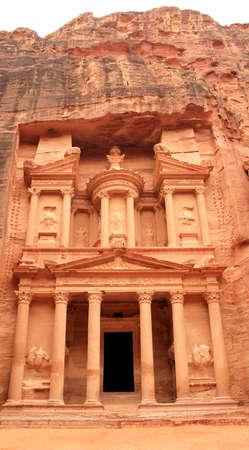 The treasury at Petra, Lost rock city of Jordan  Petra Stock Photo - 16444432