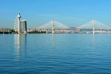 """Vista desde el Tajo de las Naciones de Lisboa parque """"Vasco da Gama"""" Puente, Portugal Foto de archivo"""
