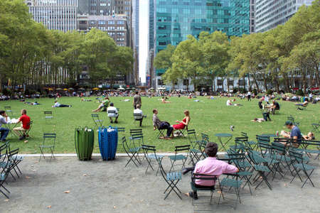 bryant: NEW YORK -SEPTEMBER 03  People enjoying at lunch time in Bryant Park on September 03, 2013 in New York City, NY  Bryant Park is a 9,603 acre privately managed park in the center of Manhattan
