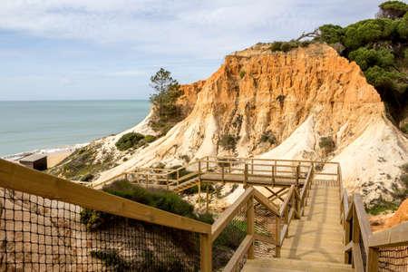 vilamoura: Algarve scenario footpatch cliff acess, at Falesia beach. Albufeira, Portugal