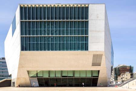 ポルト, ポルトガル - 2015 年 7 月 5 日: ビューのカサ ダ ムジカ - 家音楽現代ポルト コンサート ホール、ポルトガル音楽、2015 年 7 月 5 日のオランダ