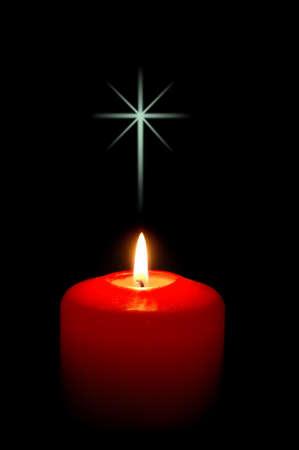cruz religiosa: Navidad con velas cruz y fondo negro  Foto de archivo