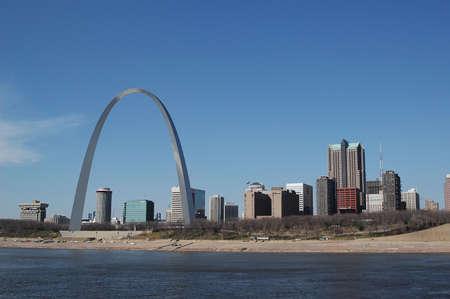 Saint Louis arch with skyline on a sunnt day