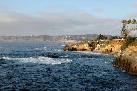 ラ ・ ホーヤ サンディエゴ カリフォルニアの海岸線に崖