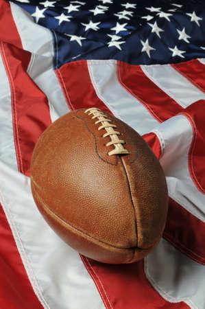 banderas america: F�tbol contra una bandera de Estados Unidos en un formato vertical  Foto de archivo