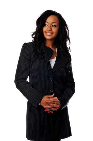 mujeres africanas: Empresaria de j�venes afroamericanos sonriente aisladas contra un fondo blanco