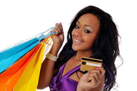 Jonge African American shopper geïsoleerd tegen een witte achtergrond