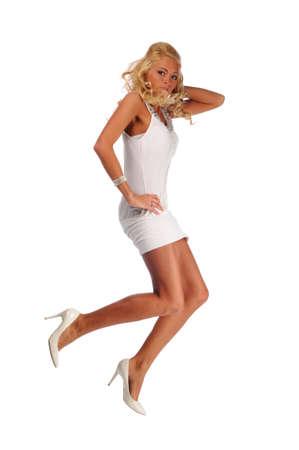 skirts: Modelo de moda saltar aisladas contra un fondo blanco