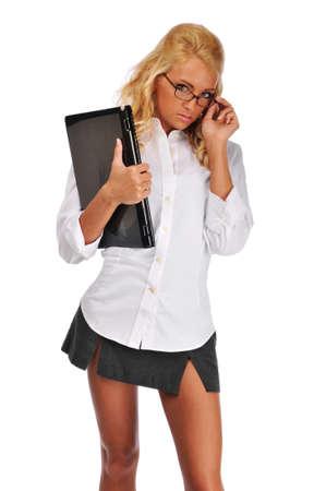 흰색 배경에 고립 된 그녀의 노트북을 들고 사업가