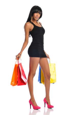 白い背景で隔離の買い物袋とのアフリカ系アメリカ人の女性 写真素材