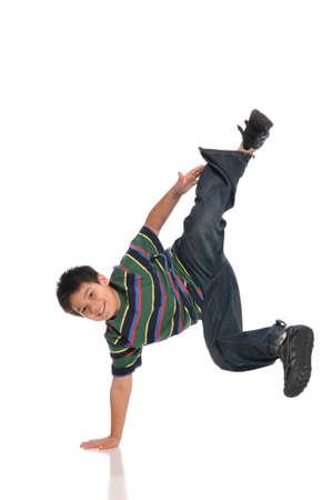 흰색 배경에 고립 된 이동을 만드는 아이 탭 댄서