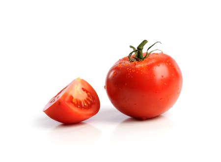白い背景で隔離赤いトマト