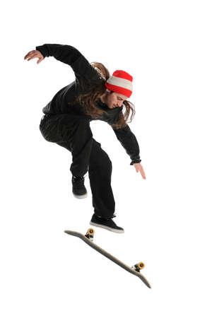 スケートボーダー、白い背景で隔離のトリックをやっています。