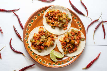 Mexican chorizo with nopales tacos Banque d'images