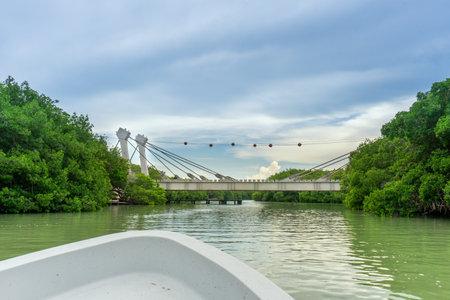 View of bridge over a river in Rio Lagartos, Yucatan Imagens