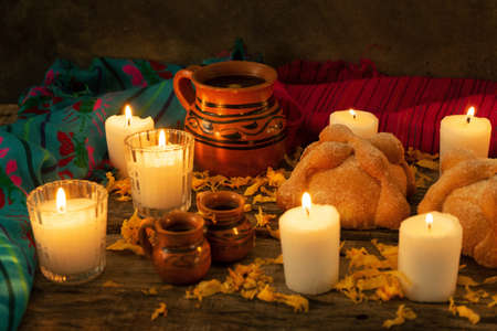 Traditional mexican day of the dead altar with bread and coffee 免版税图像