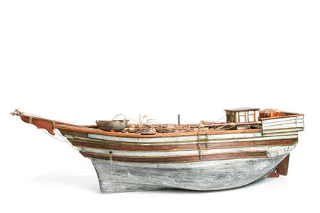 barco pirata: Viejo modelo de barco aislado en blanco Foto de archivo