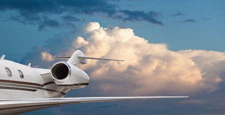 Cerrar vista lateral de la cola de un jet privado