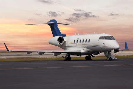 Jet privado en el aeropuerto Foto de archivo