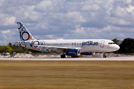 jetblue: FORT LAUDERDALE, Florida, USA - JUNE 1, 2015: Airbus A320 JetBlue with special 10 years anniversary livery landing at the Fort LauderdaleHollywood International Airport.