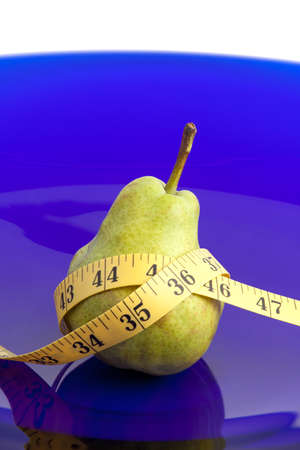 Pear fruit and tape measure on a platter 版權商用圖片