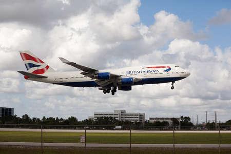 boeing 747: MIAMI, USA - 22 ottobre 2015: Boeing 747 British Airways sbarca a Miami International Airport.