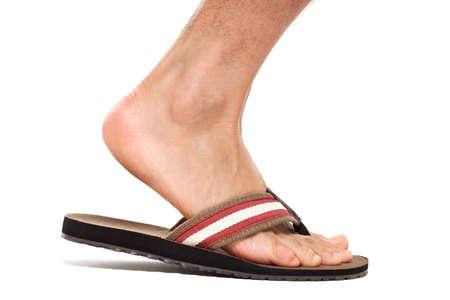 pies masculinos: Primer plano de pie en flip flop - pie derecho