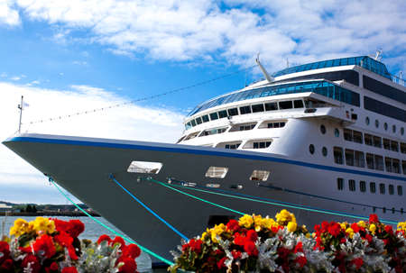 Cruise ship docked in port 版權商用圖片