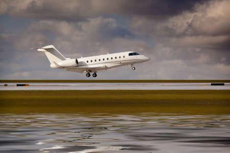 Private jet landing 版權商用圖片