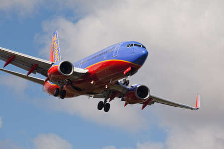FORT LAUDERDALE, USA - JUNE 2, 2015: Southwest Airlines Boeing 737 landing at the Fort LauderdaleHollywood International Airport. Editoriali
