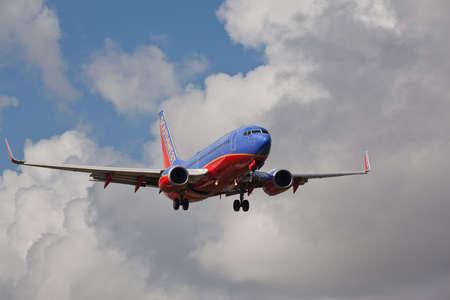 フォートローダーデール、アメリカ合衆国 - 2015 年 6 月 2 日: 南西航空ボーイング 737 フォート LauderdaleHollywood 国際空港に着陸します。
