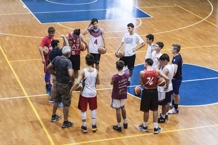 explanations: Basketball team training: teachers explanations Editorial