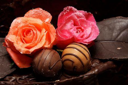 Azúcar rosas y chocolate pelota decoración de pasteles  Foto de archivo - 2587259
