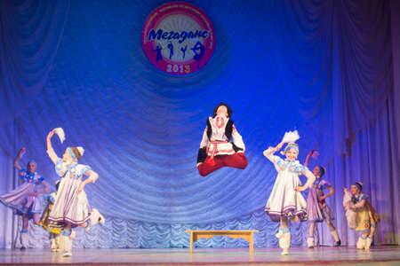 coreografia: j�venes bailarines no identificados participan en competiciones-MegaDance 2013 en la coreograf�a, 16 de Noviembre de 2013, de Minsk, Bielorrusia