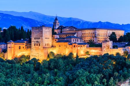 그라나다, 스페인의 알람 브라. 알람 브라는 황혼에서 요새. 스톡 콘텐츠