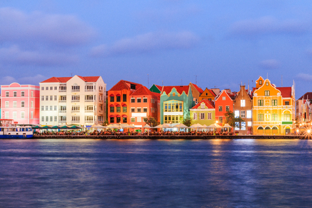 View of downtown Willemstad at twilight. Curacao, Netherlands Antilles Foto de archivo