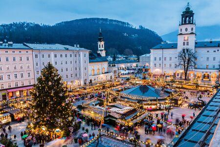 Salzbourg, Autriche. Marché de Noël dans la vieille ville de Salzbourg.