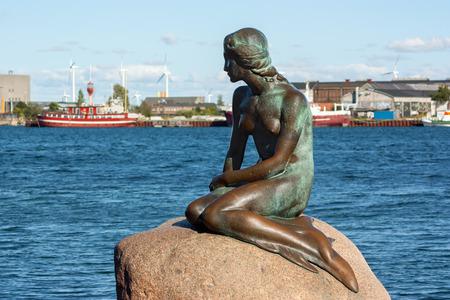 Kopenhagen, Dänemark - 7. September 2015: Die kleine Meerjungfrau in Kopenhagen. Editorial