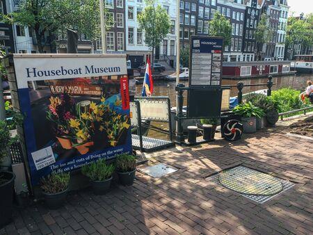 Amsterdam, Netherlands - June 4, 2019: entrance of the Houseboat museum in Amsterdam, The Netherlands (Holland), Europe Redactioneel